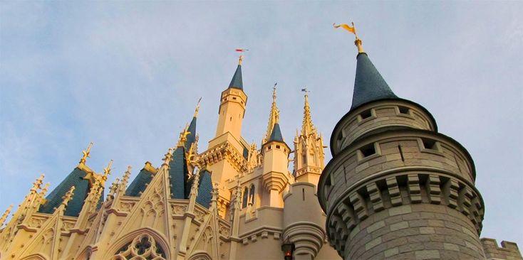 Walt Disney World Resort en Floride est le plus grand complexe de loisirs de la Walt Disney Company. La superficie du complexe est de 27200 acres, ce qui veut dire11000 hectares ou si vous préfére…