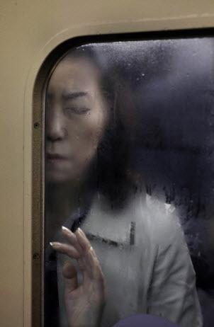© World Press Photo | 1st Daily Life Michael Wolf, Germany, Laif.  Tokyo subway.
