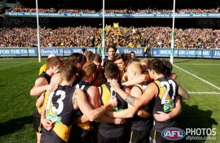 Tigers captain Trent Cotchin address his team before the 2013 1st Elimination Final match between the Richmond Tigers and the Carlton Blues at the MCG, Melbourne on September 08, 2013. (Photo: Lachlan Cunningham/AFL Media)