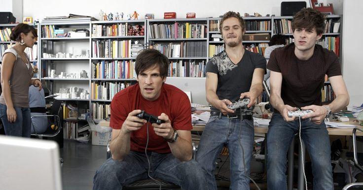 Os melhores jogos para adultos em um Xbox 360. Video games não são mais apenas para crianças. Hoje em dia, gráficos, som e jogabilidade são incrivelmente sofisticados e realistas. Entre os jogos de Xbox 360, muitas boas escolhas estão disponíveis para adultos. Se você prefere jogos de RPG, tiro em primeira pessoa ou opções não violentas, encontrará algo para desfrutar.