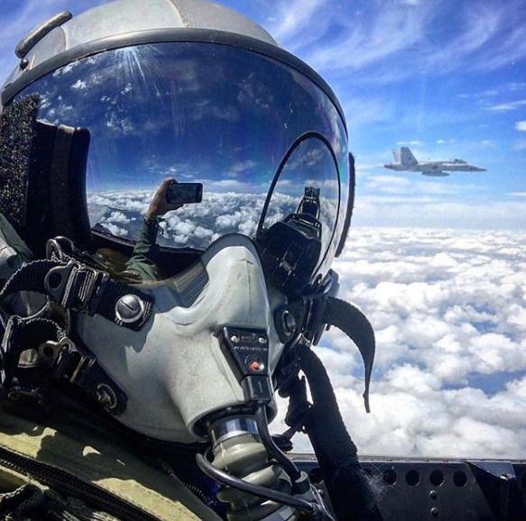Flying With The Mates Fighterpilot Jetfighter Fighterjet Avion De Chasse Avion Militaire Photo Avion