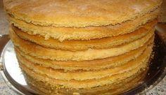 Să prepari 10 foi de tort în 30 de minute ți se pare un lucru imposibil? Nu, şi dacă urmezi această rețetă minunată pe care o împărtășim astăzi cu voi. INGREDIENTE: Smântână – 200 g Bicarbonat de sodiu – 1 linguriță Zahăr – 200 g Făină – 3 pahare MOD DE PREPARARE: 1. În bolul cu …