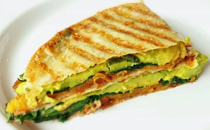 A new healthy and fresh lunch idea: Grilled Butternut Squash Quesadilla with Spinach and Avocado. #glutenfree #vegan