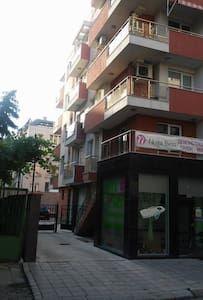 Airbnb'deki bu harika kayda göz atın: For a getaway in Plovdiv - Plovdiv şehrinde Kiralık Apartman daireleri