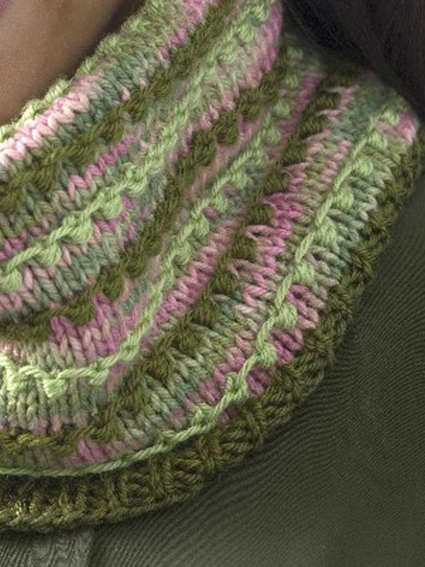 Free Pattern: Colorful cowl