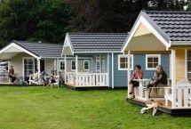 kamperen l #duinhuisje op #familiecamping l ZOOK.nl  Ideaal voor strand-en natuurliefhebbers, deze schattige kampeerhuisjes bij Rockanje