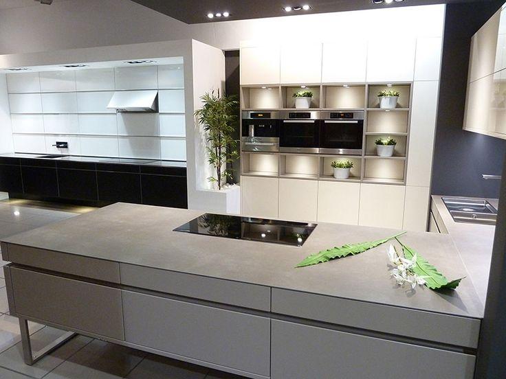 Biała nowoczesna kuchnia http://www.polishgranite.pl/