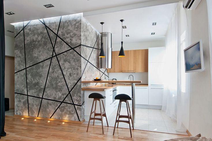 Площадь кухни — 7,1 кв. м, гостиной — 16 кв. м, спальной зоны — 5,6 м. Кухню вместе с посудомоечной машиной заказывали в ИКЕА, столешница из натурального дуба. От гостиной кухню отделяет барная стойка и покрытие пола — керамогранитная плитка Jazz (Estima) используется также в прихожей и в туалете. Барные стулья Erik Buch куплены в магазине Cosmorelax.
