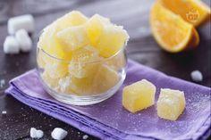 Le caramelle gelee sono morbide leccornie di gelatina ricoperte di zucchero semolato con succo di arancia, zucchero, burro, pectina e colla di pesce.