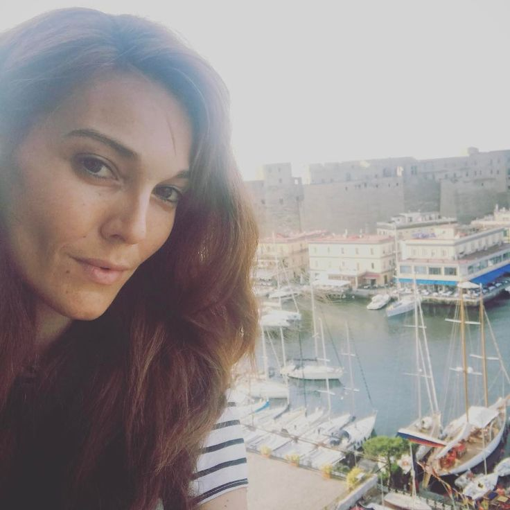 "12 Me gusta, 1 comentarios - Pilar Abella (@pilarabellaofficial) en Instagram: ""My room with a view!!! I'm always so happy in Naples. Napoli ti amo!!💕❤️ #napoli #napoli💙…"""