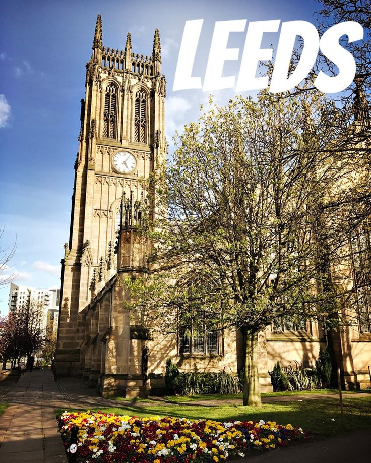 Leeds est une ville anglaise méconnue en France. Pourtant elle ne manque pas d'atouts : architecture ancienne et moderne se mêlent habilement une offre gastronomique très large l'université réputée attire de nombreux jeunes et d'étudiants étrangers. Les habitants du Yorkshire ont la réputation d'être chaleureux et attachés à leur région. La ville ambitionne d'être capitale de la culture en 2023. Comme d'habitude 716lavie vous en parle avec 2 3 coups d'avance.  #716leeds #visitleeds…