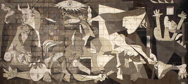 """Guernica es la pintura de Pablo Picasso cuyo título alude al bombardeo de Guernica, España, ocurrido el 26 de abril de 1937. El mural es considerado una de las obras artísticas """"icono del siglo XX""""."""