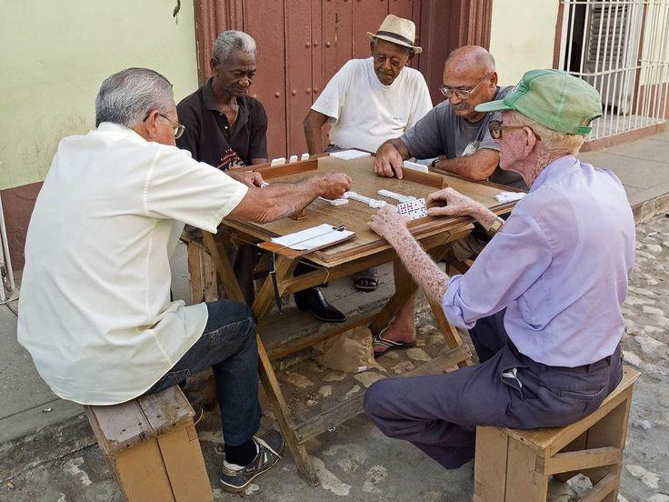 10 reglas para jugar dominó en Cuba (II) #juegos #deporte #pasatiempos… http://www.cubanos.guru/10-reglas-para-jugar-domino-en-cuba-ii/