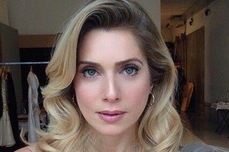 Letícia Spiller fala a jornal sobre silicone e cirurgia nos olhos