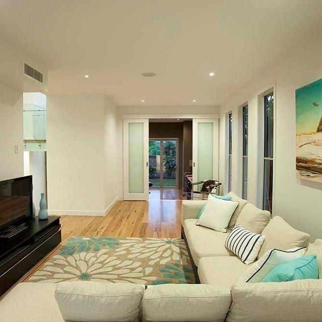 Happy Friday 😀#brisbane #livingroom #couch #tv #interiordesign #australianarchitecture