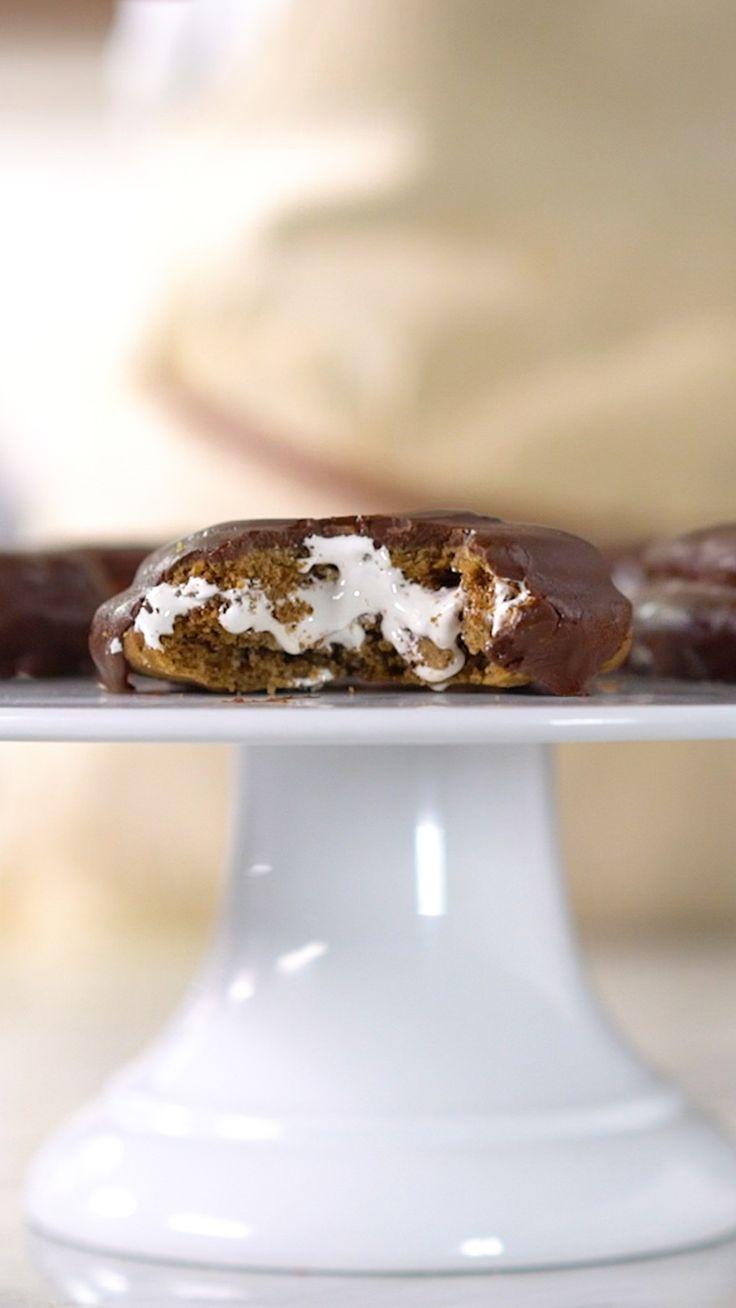 É impossível decidir qual a melhor parte desse alfajor de marshmallow!
