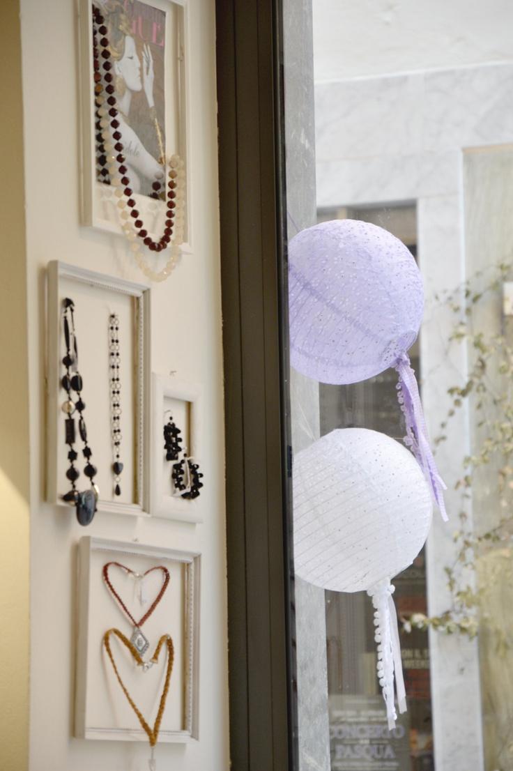 Bijoux in cornice
