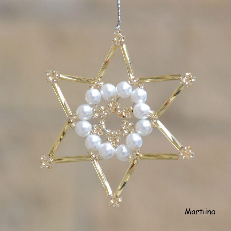 Hvězdička+z+korálků+-+zlatá+Hvězdička+je+vyrobena+z+bílých+perliček,+zlatých+korálků+(rokajlů)+a+zlatých+tyčinek.+Hodí+se+jako+ozdoba+na+stromeček,+vánoční+výzdoba+bytu+(např.+závěs+na+záclonu),+nebo+jako+ozdoba+vánočního+dárku.+V+průměru+(v+nejširším+místě)+má+hvězdička+7+cm.+Hvězdičky+lze+vytvořit+v+libovolném+počtu.+Pokud+jich+budete+chtít+objednat...