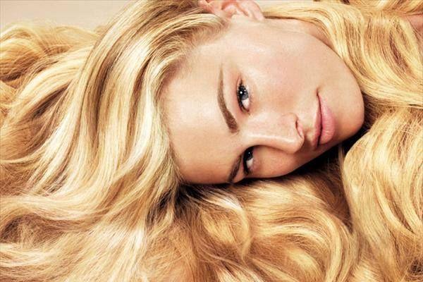 Τα ξανθά μαλλιά ταιριάζουν στα φυσικά λευκά δέρματα με ανοιχτόχρωμα μάτια.  Αν εσείς έχετε σταρένια επιδερμίδα, διαλέξτε μια ζεστή απόχρωση που θα αναδείξει με τον καλύτερο τρόπο τα χαρακτηριστικά του προσώπου σας και θα δέσει με το δέρμα σας. http://www.konstantinosxatzis.com/xantha-mallia