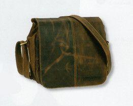 Mała torebka listonoszka, Greenburry z kolekcji Vintage Original,ale dobrze zorganizowana:kieszeń na telefon, 1 miejsce na długopis, 4 miejsca na karty kredytowe. TORBA SKÓRZANA MAŁA LISTONOSZKA 1724-25#vintage #listonoszka #torebki #przewieszki #skóra #torebkaskórzana #naturalnaskóra www.greenburry.pl/