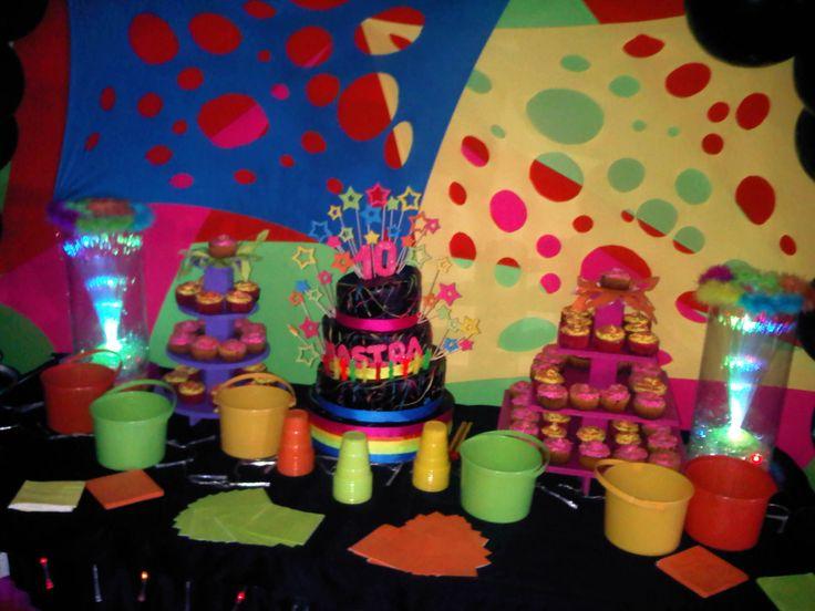 una fiesta de neon