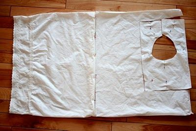 Cómo hacer un vestido de niña con una funda de almohada