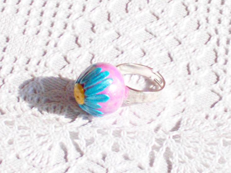 Anello regolabile con fiore margherita fatta in fimo rosa e blu di ArabellasCharme su Etsy