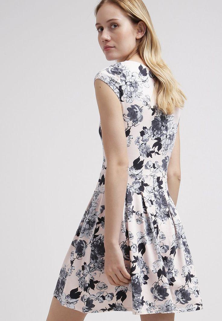 Verschijn in deze jurk op een bruiloft en succes is verzekerd. Shop hier vanaf: € 23,95
