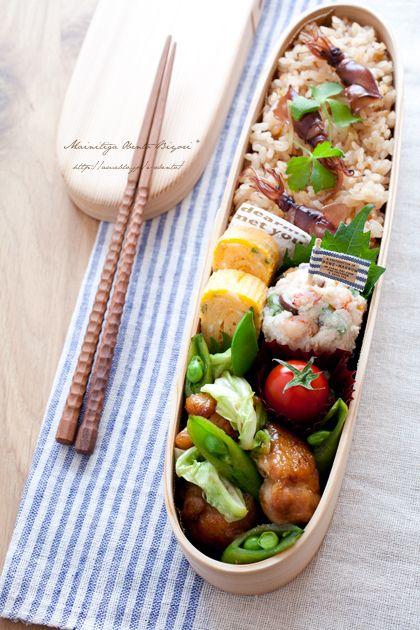 ・ホタルイカの炊き込みご飯 ・春野菜と鶏肉の柚子胡椒炒め ・ねぎ入り玉子焼き ・プチトマト ・インゲンと海老のおから