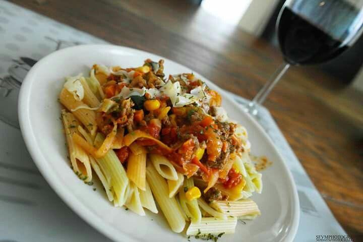 Italian food & Red wine. #italianfood #pasta #food #foodporn #italian #redwine #red #wine #sfvmphotography #sfvm #photography
