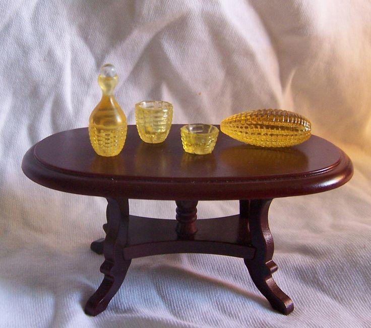 Графин, вазочки 1:12 и бусина, из которой они выточены