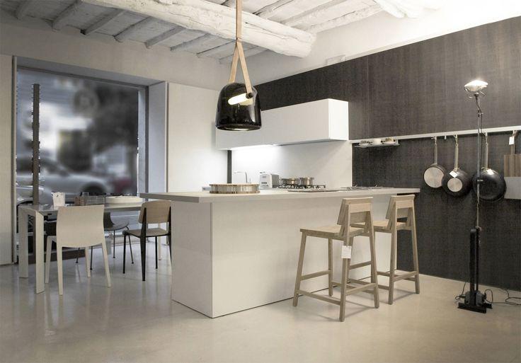 La cucina è parte integrante di ogni casa. Se anche tu sei qualcuno che sta progettando di decorare la tua cucina a La Spezia, o vuoi aggiungere qualche novità sostituendo o incorporando alcuni prodotti, allora è consigliabile dirigervi sempre in un negozio di fiducia che si trova nella tua città. È importante che tu possa acquistare altre migliori qualità e mobili innovativamente progettati che soddisfano molteplici esigenze di arredo delle persone.