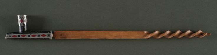 Трубка, Восточные Сиу. Вид один. Длина 25 дюймов. Конец 19 века. Коллекция Денвера, Колорадо. Cowan's. 9/23/2016 – American Indian and Western Art.