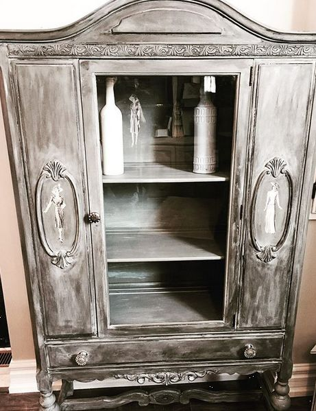 Women of the 1940s Display Cabinet Annie Sloan Chalk Paint ™ French linen, clear wax, white wax and dark wax
