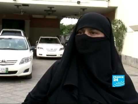 Le projet d'interdire la burqa en France fait polémique au Pakistan