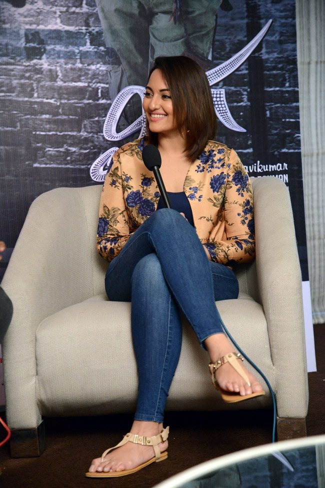 Young and chirpy Sonakshi Sinha promotes Lingaa - India Today - photo 6