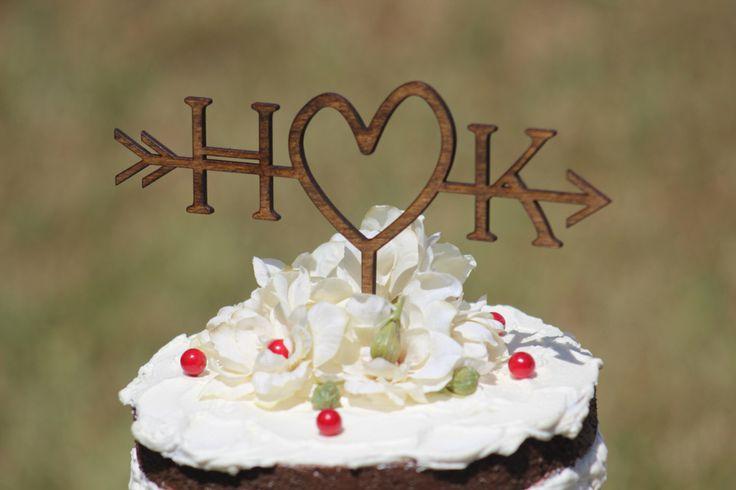 Rustikale Hochzeit Pfeil Cake Topper | Benutzerdefinierte Cake Topper | Strand Hochzeit | Brautdusche Cake Topper |  Rustikale Country Chic Hochzeitstorte Topper von WeddingPros auf Etsy https://www.etsy.com/de/listing/238633491/rustikale-hochzeit-pfeil-cake-topper