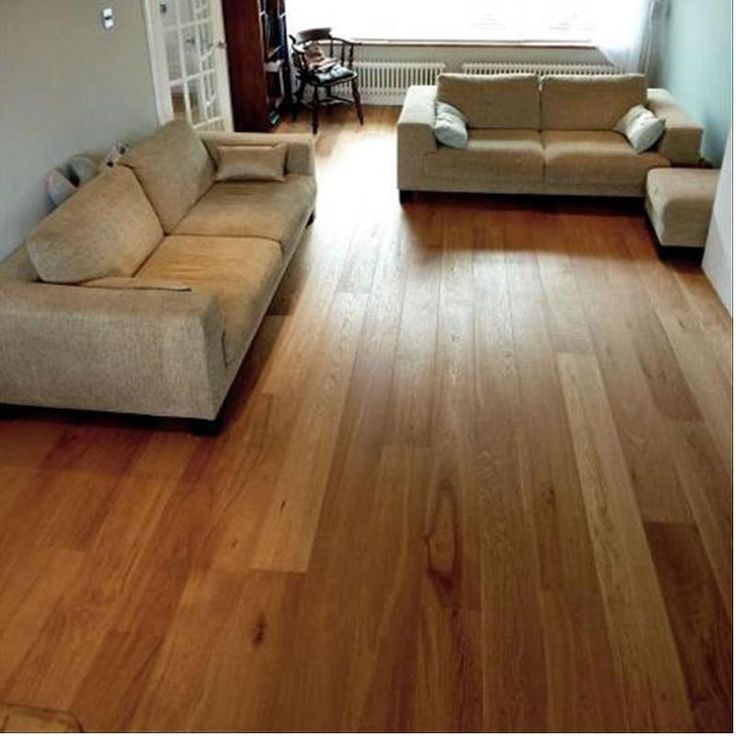 This oiled engineered wood flooring board benefits from a 4mm top wear layer of single plank of oak.