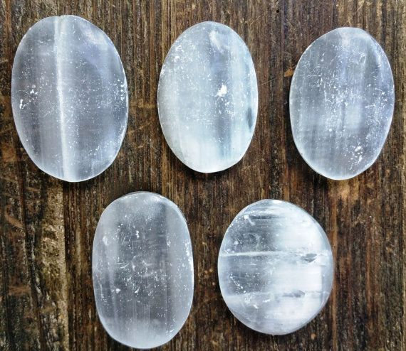 Ovale de cristal de sélénite vous inquiétez Pierre ~ Perfect Pierre Palm pour la guérison, le Reiki, équilibrage de l