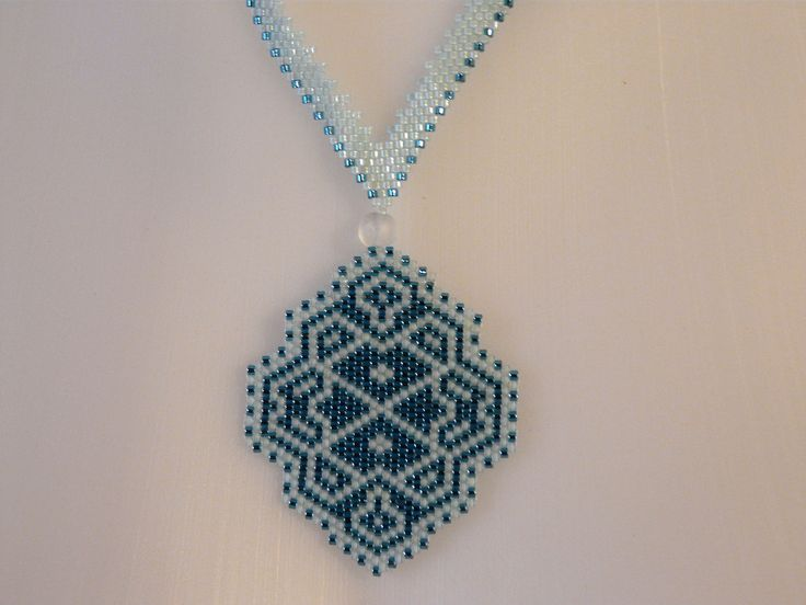 "Collier en tissage Brick Stitch ""Bleu d'eau"""