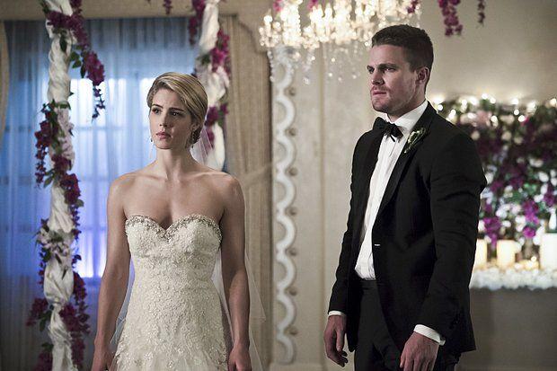 Arrow: será este o casamento de Oliver e Felicity? - http://popseries.com.br/2016/03/23/arrow-4-temporada-broken-hearts/