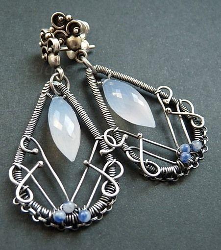 Kolczyki ze srebra oraz z Chalcedonu, stworzone w technice wire-wrapping #jewelery #wire-wrapping #silver  cudosfera.pl