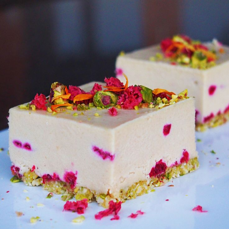 RAW VEGAN White Choc Raspberry + Pistachio Cheesecakes!