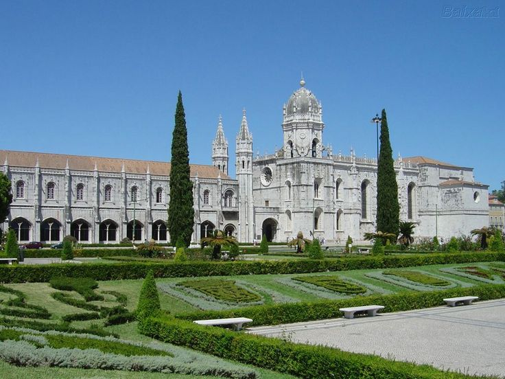Jerónimos Monastery 16th Century Constrution in Lisbon.  BOOK LISBON NOW! http://www.booking.com/index.html?aid=367071