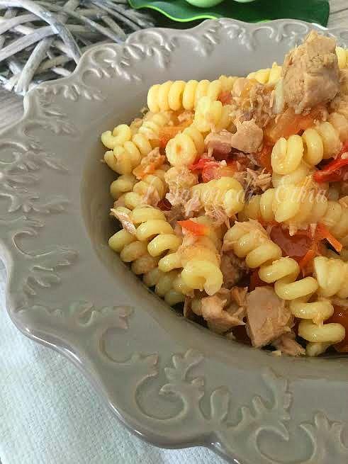Pasta tonno pomodori e basilico ricetta veloce - I Sapori di Ethra