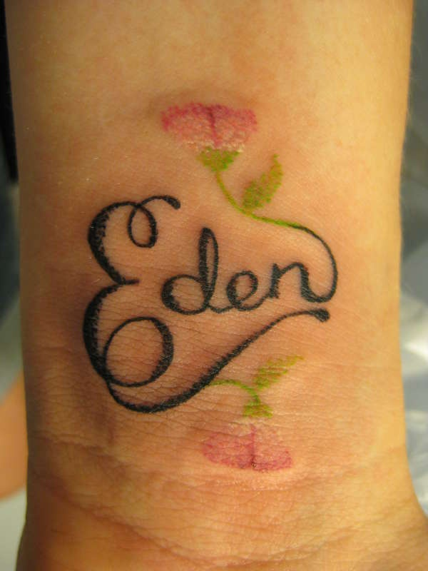Tattoo for girls on wrist names