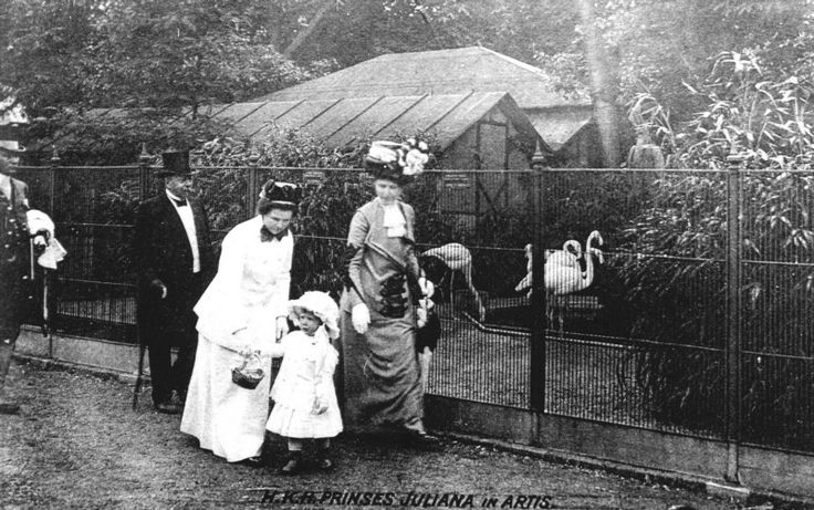 1912 Prinses Juliana in dierentuin Artis te Amsterdam