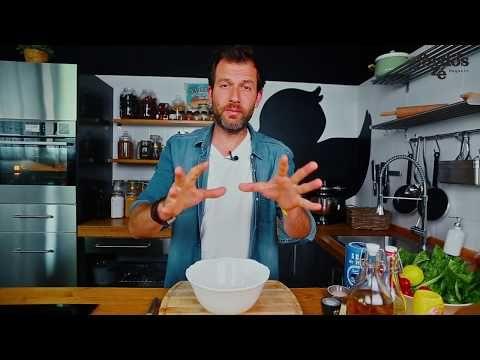 Cézár saláta tésztával és tökéletesre sült csirkemellel - YouTube