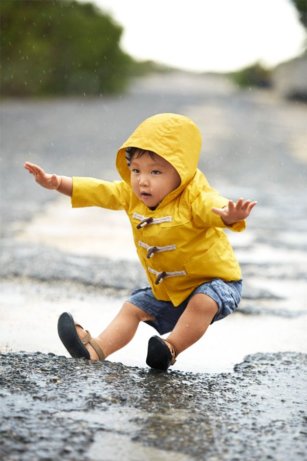 first splash 黄色のレインコートは初めての水遊びにぴったり! babyGapのギフトはストアとオンラインで。 【Infant Boy】 アウター/ID:411255 デニムボトムス/ID:414033 ※2015/3/3以降販売予定 サンダル/参考商品 http://www.gap.co.jp/littlefirsts #littlefirst, #babyGap