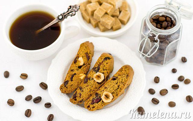 Кофейное бискотти с орехами, клюквой и шоколадом